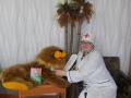 Разумова Светлана (Бабаевский район), в образе Доктора Айболита «Добрый доктор Айболит! Он под деревом сидит. Приходи к нему лечиться  и  корова и волчица,  и жучок, и червячок, и медведица! Всех излечит, исцелит Добрый доктор Айболит!»