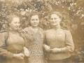 «Боевые подруги». Галочкина Аполлинария Петровна (крайняя слева) с боевыми подругами.