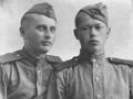 Реутов Григорий Иванович (слева) с фронтовым другом, 1944 год