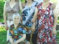 Прабабушка с детьми. Автор: Богданова Виктория (Вашкинский район).