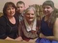 Дружная семья с любимой бабулей. Автор: Олег Махов