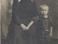 Маленький Володя Тендряков с бабушкой Ульяной Егоровной Тендряковой. Март, 1927 год, г.Вельск.